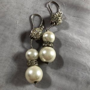Jewelry - Freshwater pearl necklace and earrings set